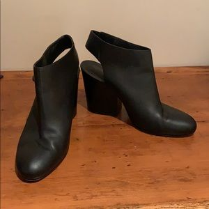 Vince Black Leather Heels Shoes Size 9.5